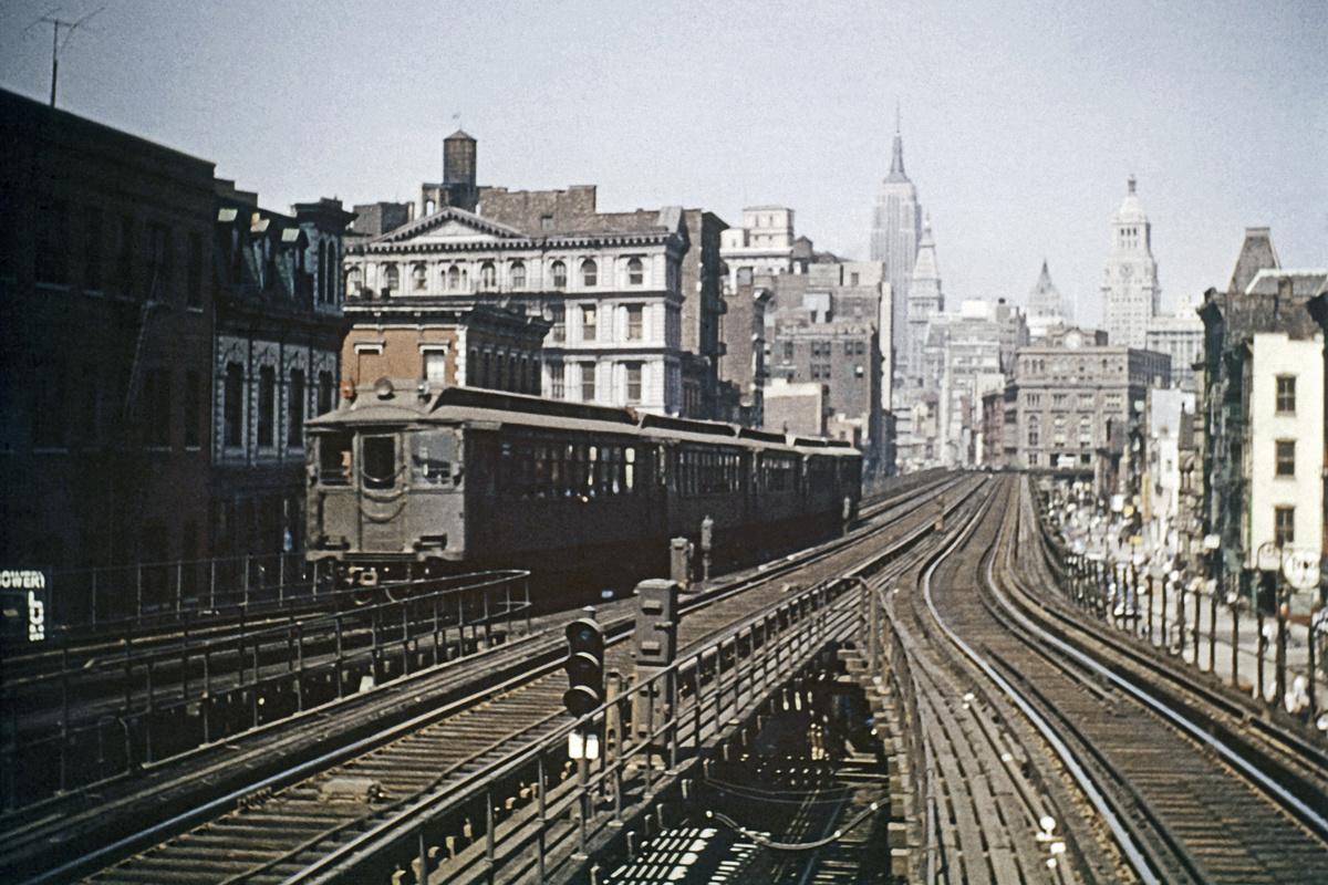 (305k, 1024x683)<br><b>Country:</b> United States<br><b>City:</b> New York<br><b>System:</b> New York City Transit<br><b>Line:</b> 3rd Avenue El<br><b>Location:</b> Houston Street <br><b>Car:</b> MUDC  <br><b>Collection of:</b> David Pirmann<br><b>Viewed (this week/total):</b> 6 / 1819
