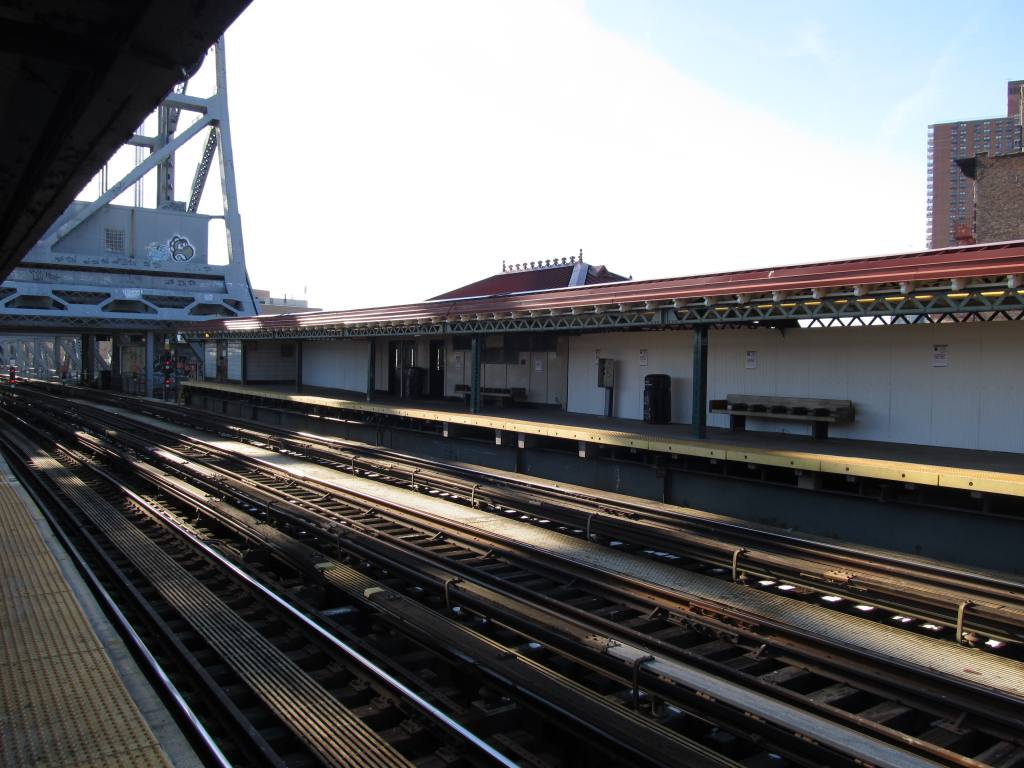(118k, 1024x768)<br><b>Country:</b> United States<br><b>City:</b> New York<br><b>System:</b> New York City Transit<br><b>Line:</b> IRT West Side Line<br><b>Location:</b> 225th Street <br><b>Photo by:</b> Robbie Rosenfeld<br><b>Date:</b> 1/27/2013<br><b>Viewed (this week/total):</b> 0 / 1071