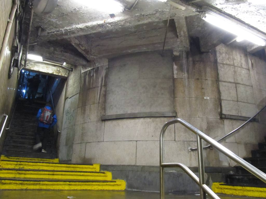 (103k, 1024x768)<br><b>Country:</b> United States<br><b>City:</b> New York<br><b>System:</b> New York City Transit<br><b>Line:</b> IND 8th Avenue Line<br><b>Location:</b> Jay St./Metrotech (Borough Hall) <br><b>Photo by:</b> Robbie Rosenfeld<br><b>Date:</b> 1/28/2013<br><b>Viewed (this week/total):</b> 2 / 1036