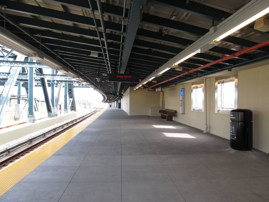 (108k, 1024x768)<br><b>Country:</b> United States<br><b>City:</b> New York<br><b>System:</b> New York City Transit<br><b>Line:</b> IND Crosstown Line<br><b>Location:</b> Smith/9th Street <br><b>Photo by:</b> Robbie Rosenfeld<br><b>Date:</b> 4/28/2013<br><b>Viewed (this week/total):</b> 0 / 930