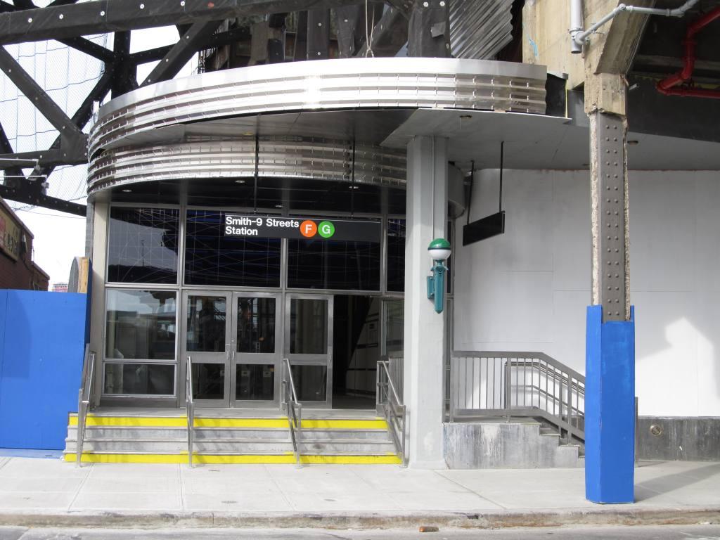 (114k, 1024x768)<br><b>Country:</b> United States<br><b>City:</b> New York<br><b>System:</b> New York City Transit<br><b>Line:</b> IND Crosstown Line<br><b>Location:</b> Smith/9th Street <br><b>Photo by:</b> Robbie Rosenfeld<br><b>Date:</b> 4/28/2013<br><b>Viewed (this week/total):</b> 0 / 1250