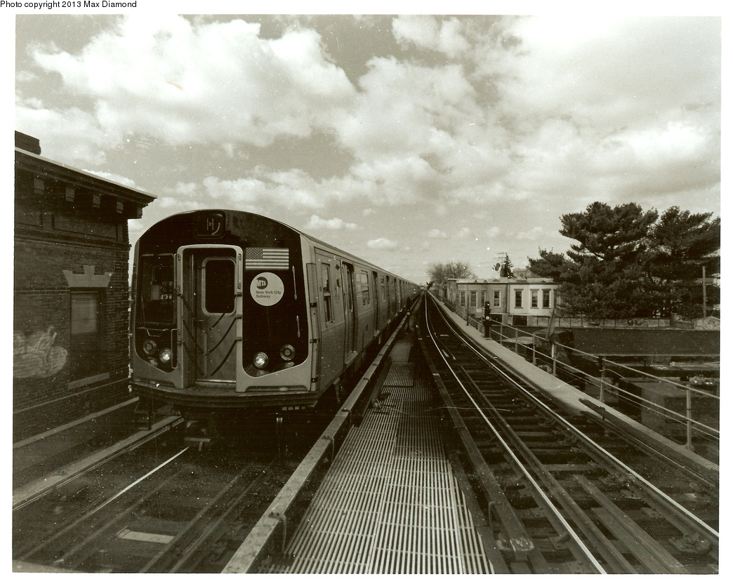 (380k, 1044x832)<br><b>Country:</b> United States<br><b>City:</b> New York<br><b>System:</b> New York City Transit<br><b>Line:</b> BMT Myrtle Avenue Line<br><b>Location:</b> Fresh Pond Road <br><b>Route:</b> M<br><b>Car:</b> R-160A/R-160B Series (Number Unknown)  <br><b>Photo by:</b> Max Diamond<br><b>Date:</b> 3/28/2013<br><b>Viewed (this week/total):</b> 3 / 12981