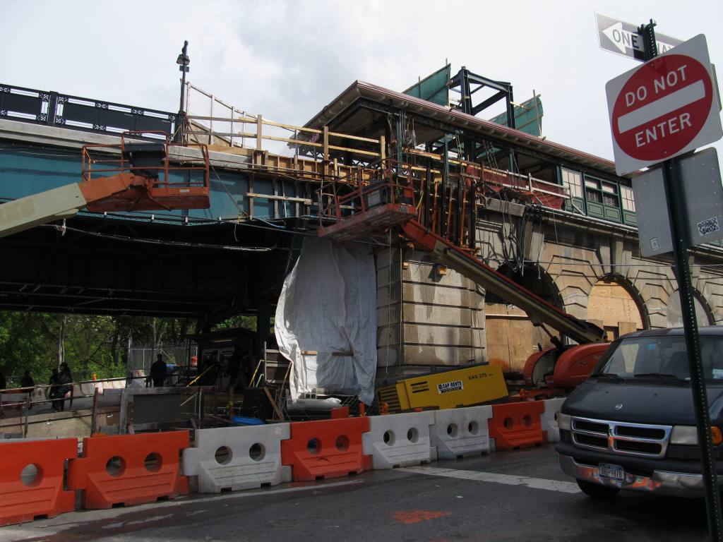 (123k, 1024x768)<br><b>Country:</b> United States<br><b>City:</b> New York<br><b>System:</b> New York City Transit<br><b>Line:</b> IRT West Side Line<br><b>Location:</b> Dyckman Street <br><b>Photo by:</b> Robbie Rosenfeld<br><b>Date:</b> 5/7/2013<br><b>Notes:</b> Station renovations<br><b>Viewed (this week/total):</b> 0 / 964