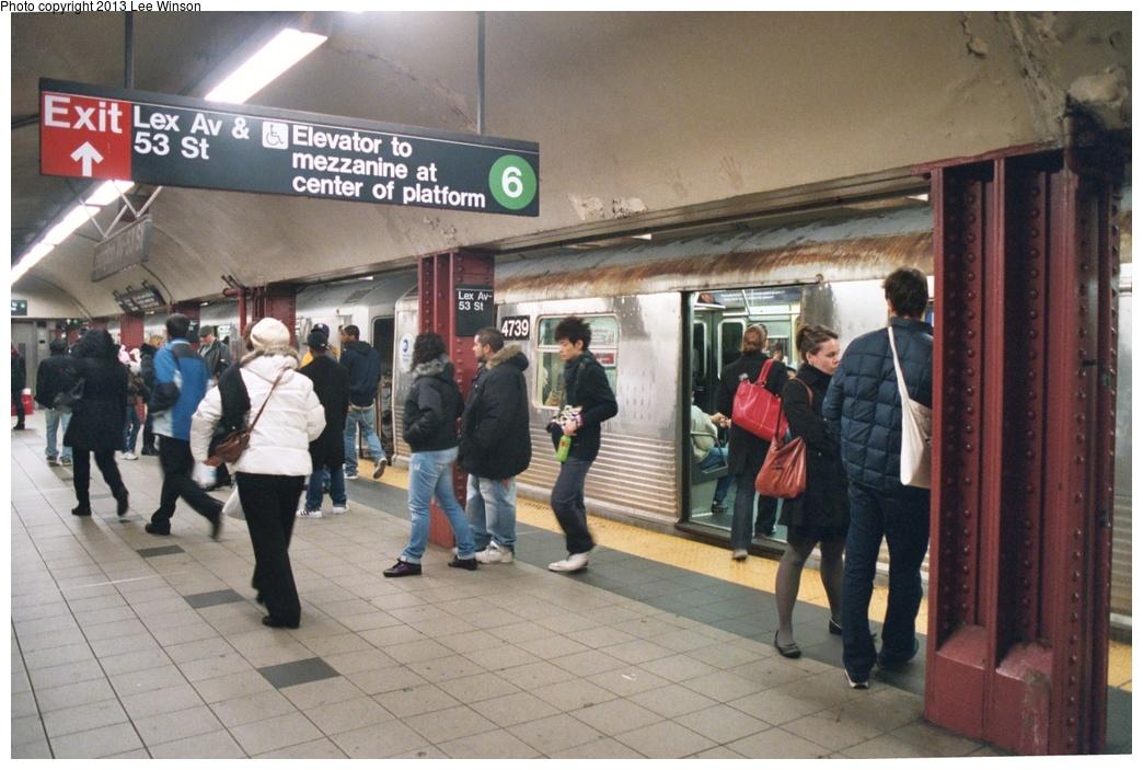 (276k, 1044x703)<br><b>Country:</b> United States<br><b>City:</b> New York<br><b>System:</b> New York City Transit<br><b>Line:</b> IND Queens Boulevard Line<br><b>Location:</b> Lexington Avenue-53rd Street <br><b>Route:</b> E<br><b>Car:</b> R-42 (St. Louis, 1969-1970)  4739 <br><b>Photo by:</b> Lee Winson<br><b>Date:</b> 12/16/2008<br><b>Viewed (this week/total):</b> 0 / 1405