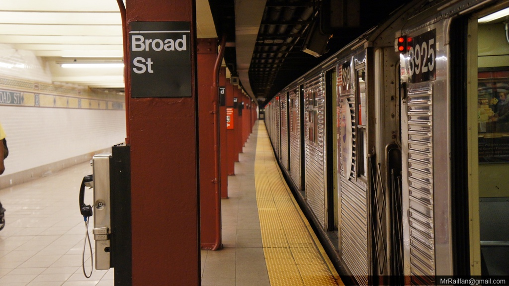 (201k, 1024x575)<br><b>Country:</b> United States<br><b>City:</b> New York<br><b>System:</b> New York City Transit<br><b>Line:</b> BMT Nassau Street/Jamaica Line<br><b>Location:</b> Broad Street <br><b>Route:</b> J<br><b>Car:</b> R-32 (Budd, 1964)  3925 <br><b>Photo by:</b> Mr. Railfan <br><b>Date:</b> 6/20/2013<br><b>Viewed (this week/total):</b> 1 / 1543