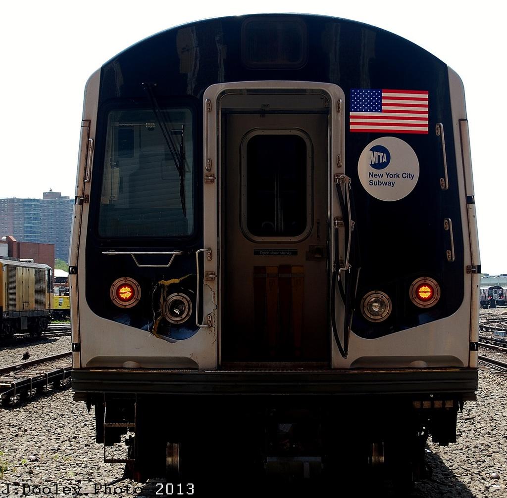 (352k, 1024x1007)<br><b>Country:</b> United States<br><b>City:</b> New York<br><b>System:</b> New York City Transit<br><b>Location:</b> Coney Island Yard<br><b>Car:</b> R-160B (Option 1) (Kawasaki, 2008-2009)  9122 <br><b>Photo by:</b> John Dooley<br><b>Date:</b> 6/22/2013<br><b>Viewed (this week/total):</b> 0 / 898