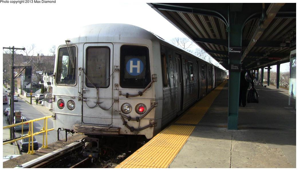 (262k, 1044x596)<br><b>Country:</b> United States<br><b>City:</b> New York<br><b>System:</b> New York City Transit<br><b>Line:</b> IND Rockaway<br><b>Location:</b> Mott Avenue/Far Rockaway <br><b>Route:</b> H<br><b>Car:</b> R-46 (Pullman-Standard, 1974-75) 5852 <br><b>Photo by:</b> Max Diamond<br><b>Date:</b> 12/23/2012<br><b>Viewed (this week/total):</b> 0 / 1057