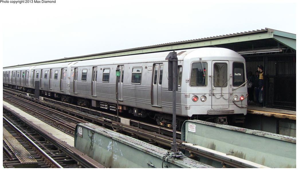 (254k, 1044x596)<br><b>Country:</b> United States<br><b>City:</b> New York<br><b>System:</b> New York City Transit<br><b>Line:</b> IND Fulton Street Line<br><b>Location:</b> Rockaway Boulevard <br><b>Route:</b> S<br><b>Car:</b> R-46 (Pullman-Standard, 1974-75) 6206 <br><b>Photo by:</b> Max Diamond<br><b>Date:</b> 5/11/2013<br><b>Viewed (this week/total):</b> 0 / 1003