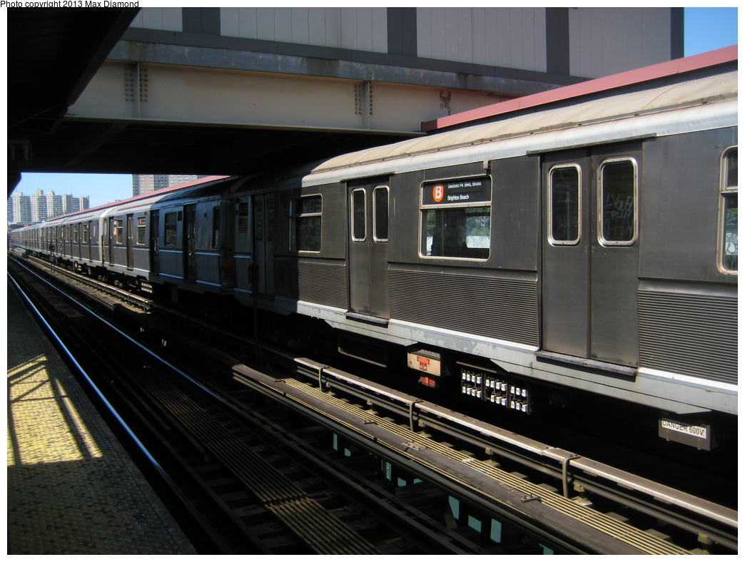 (311k, 1044x788)<br><b>Country:</b> United States<br><b>City:</b> New York<br><b>System:</b> New York City Transit<br><b>Line:</b> BMT Brighton Line<br><b>Location:</b> Brighton Beach <br><b>Route:</b> B<br><b>Car:</b> R-40 (St. Louis, 1968)  4495 <br><b>Photo by:</b> Max Diamond<br><b>Date:</b> 8/22/2008<br><b>Viewed (this week/total):</b> 0 / 979