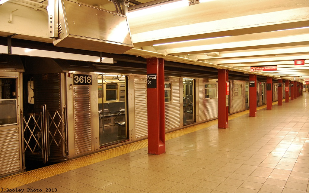 (314k, 1024x642)<br><b>Country:</b> United States<br><b>City:</b> New York<br><b>System:</b> New York City Transit<br><b>Line:</b> BMT Nassau Street/Jamaica Line<br><b>Location:</b> Broad Street <br><b>Route:</b> J<br><b>Car:</b> R-32 (Budd, 1964)  3925 <br><b>Photo by:</b> John Dooley<br><b>Date:</b> 6/26/2013<br><b>Viewed (this week/total):</b> 1 / 1116