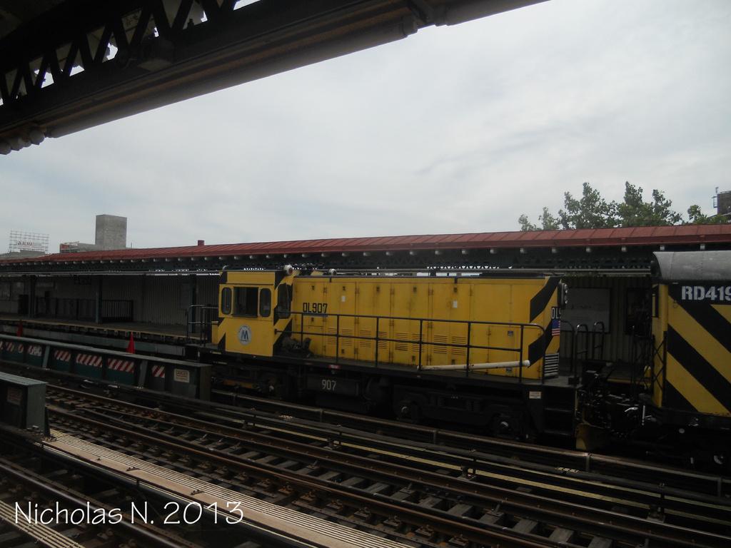 (277k, 1024x768)<br><b>Country:</b> United States<br><b>City:</b> New York<br><b>System:</b> New York City Transit<br><b>Line:</b> BMT Astoria Line<br><b>Location:</b> 39th/Beebe Aves. <br><b>Route:</b> Work Service<br><b>Car:</b> R-120 Locomotive  907 <br><b>Photo by:</b> Nicholas Noel<br><b>Date:</b> 6/2013<br><b>Viewed (this week/total):</b> 1 / 712