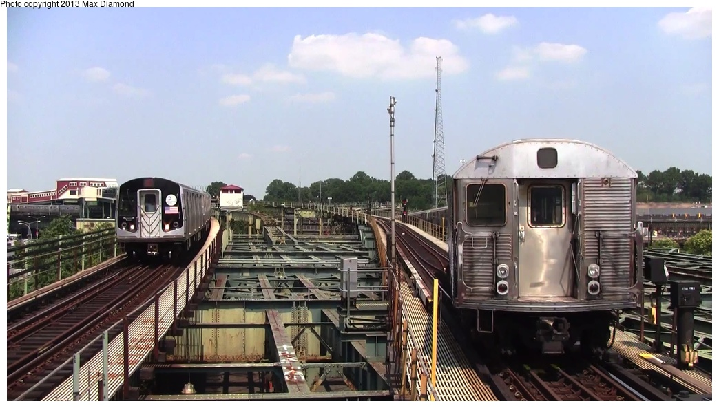(222k, 1044x593)<br><b>Country:</b> United States<br><b>City:</b> New York<br><b>System:</b> New York City Transit<br><b>Line:</b> BMT Canarsie Line<br><b>Location:</b> Atlantic Avenue <br><b>Car:</b> R-32 (Budd, 1964)   <br><b>Photo by:</b> Max Diamond<br><b>Date:</b> 8/21/2013<br><b>Viewed (this week/total):</b> 13 / 1464