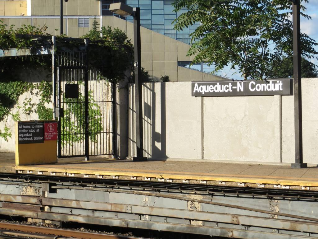(174k, 1024x768)<br><b>Country:</b> United States<br><b>City:</b> New York<br><b>System:</b> New York City Transit<br><b>Line:</b> IND Rockaway<br><b>Location:</b> Aqueduct/North Conduit Avenue <br><b>Photo by:</b> Robbie Rosenfeld<br><b>Date:</b> 8/14/2013<br><b>Notes:</b> Platform with advisory sign to train operators.<br><b>Viewed (this week/total):</b> 1 / 1283