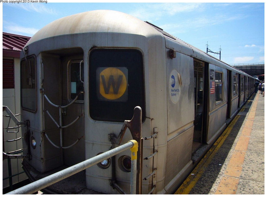 (286k, 1044x770)<br><b>Country:</b> United States<br><b>City:</b> New York<br><b>System:</b> New York City Transit<br><b>Line:</b> BMT Astoria Line<br><b>Location:</b> Ditmars Boulevard <br><b>Route:</b> W<br><b>Car:</b> R-40M (St. Louis, 1969)  4460 <br><b>Photo by:</b> Kevin Wong<br><b>Date:</b> 6/11/2007<br><b>Viewed (this week/total):</b> 3 / 1233