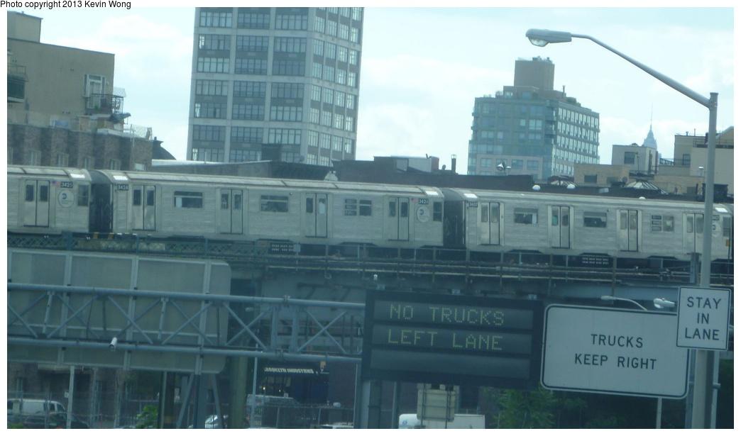 (171k, 1044x615)<br><b>Country:</b> United States<br><b>City:</b> New York<br><b>System:</b> New York City Transit<br><b>Line:</b> BMT Nassau Street/Jamaica Line<br><b>Location:</b> Williamsburg Bridge<br><b>Car:</b> R-32 (Budd, 1964)  3424, 3407 <br><b>Photo by:</b> Kevin Wong<br><b>Date:</b> 8/16/2013<br><b>Viewed (this week/total):</b> 1 / 1196