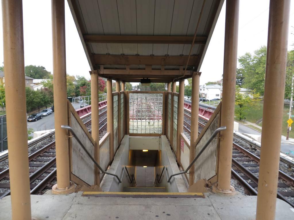 (120k, 1024x768)<br><b>Country:</b> United States<br><b>City:</b> New York<br><b>System:</b> New York City Transit<br><b>Line:</b> SIRT<br><b>Location:</b> Bay Terrace <br><b>Photo by:</b> Robbie Rosenfeld<br><b>Date:</b> 10/16/2013<br><b>Viewed (this week/total):</b> 0 / 639