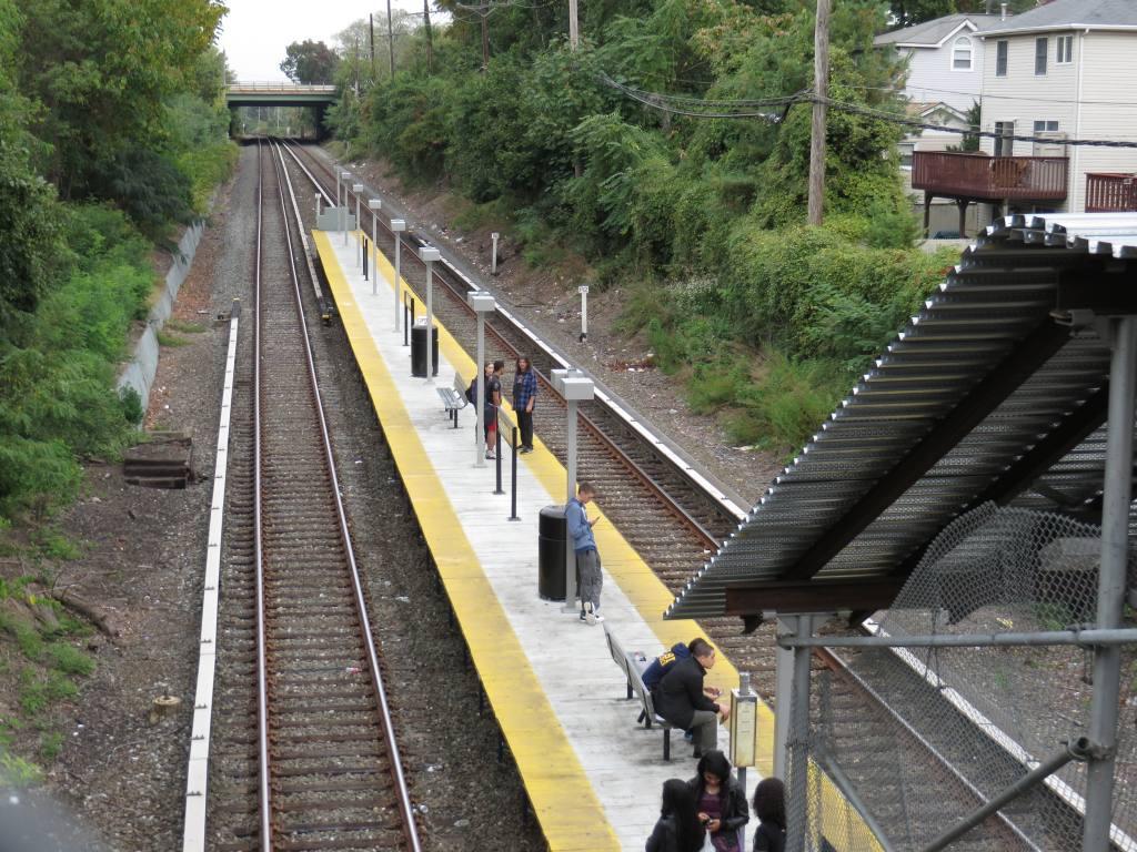 (168k, 1024x768)<br><b>Country:</b> United States<br><b>City:</b> New York<br><b>System:</b> New York City Transit<br><b>Line:</b> SIRT<br><b>Location:</b> Grasmere <br><b>Photo by:</b> Robbie Rosenfeld<br><b>Date:</b> 10/16/2013<br><b>Notes:</b> Temporary Platform<br><b>Viewed (this week/total):</b> 10 / 930
