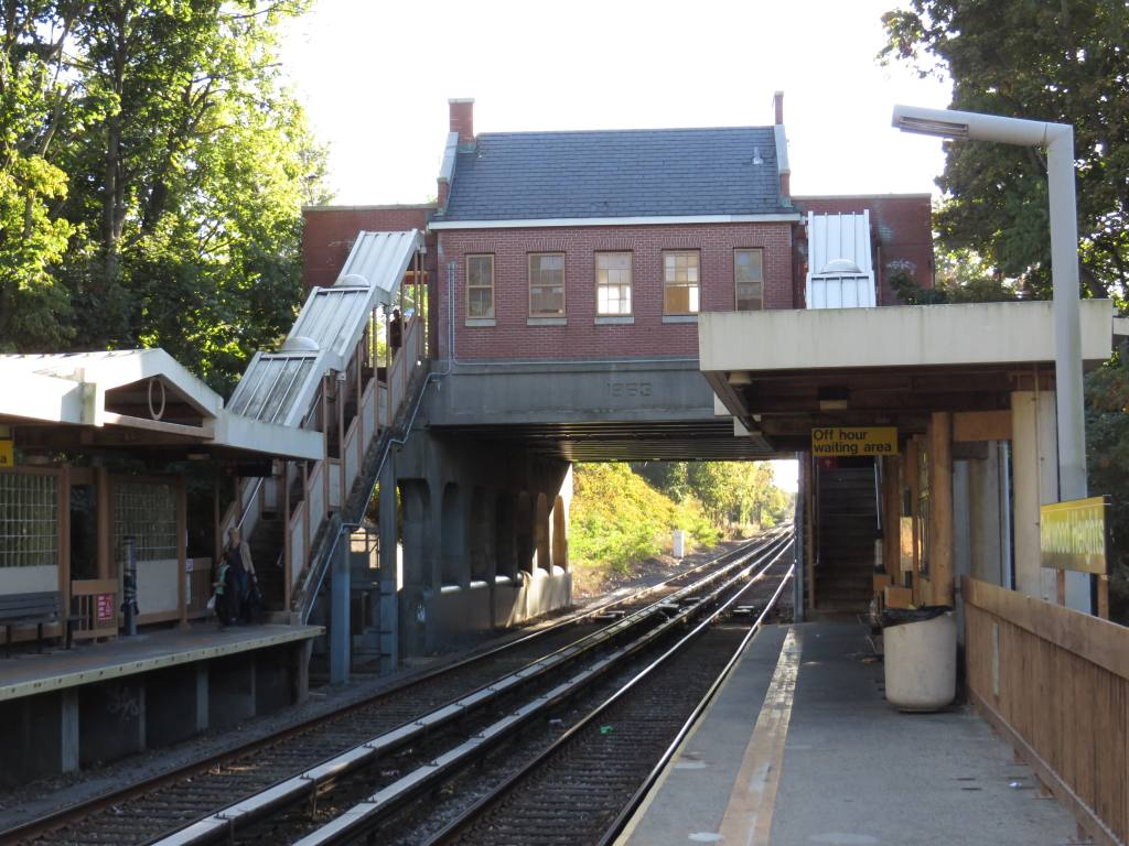 (137k, 1024x768)<br><b>Country:</b> United States<br><b>City:</b> New York<br><b>System:</b> New York City Transit<br><b>Line:</b> SIRT<br><b>Location:</b> Oakwood Heights <br><b>Photo by:</b> Robbie Rosenfeld<br><b>Date:</b> 10/15/2013<br><b>Viewed (this week/total):</b> 1 / 748