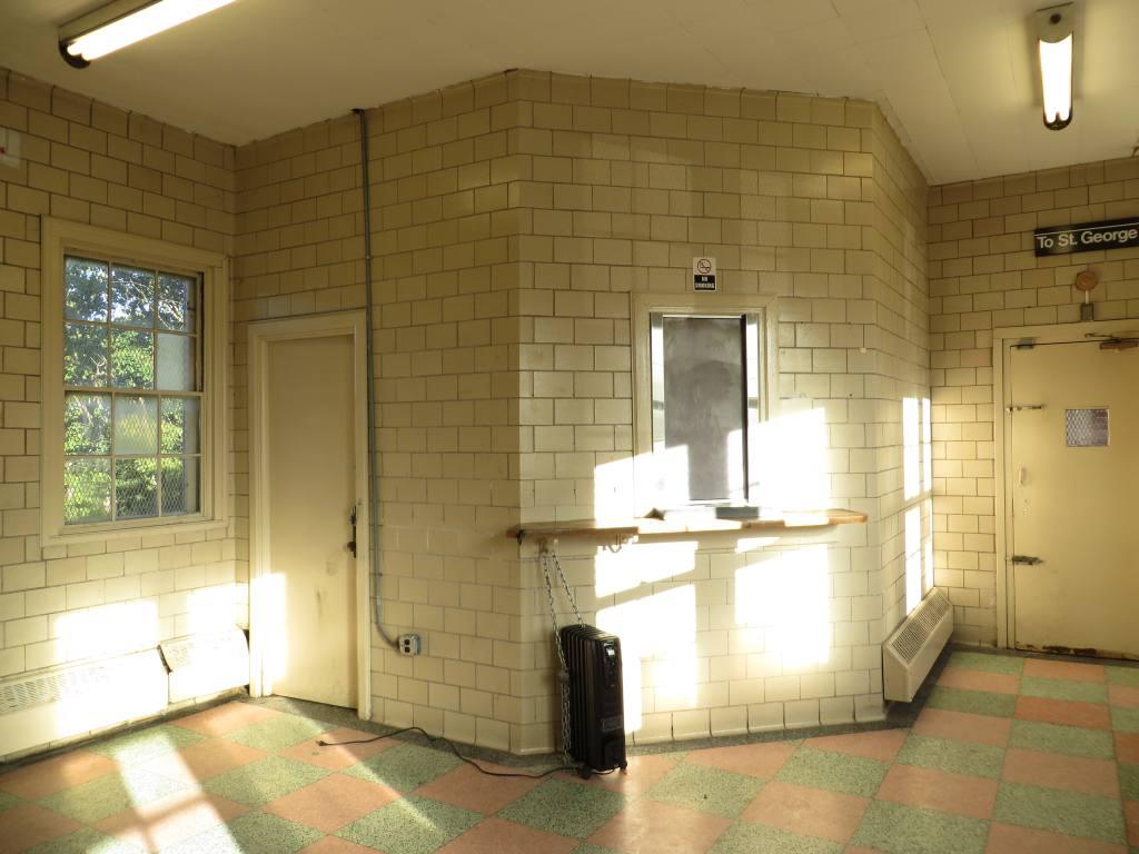 (97k, 1024x768)<br><b>Country:</b> United States<br><b>City:</b> New York<br><b>System:</b> New York City Transit<br><b>Line:</b> SIRT<br><b>Location:</b> Oakwood Heights <br><b>Photo by:</b> Robbie Rosenfeld<br><b>Date:</b> 10/15/2013<br><b>Notes:</b> Waiting room<br><b>Viewed (this week/total):</b> 1 / 762