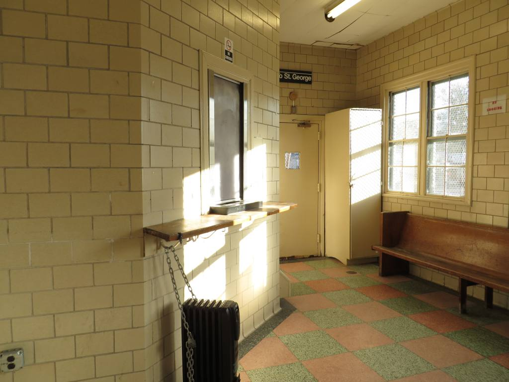 (94k, 1024x768)<br><b>Country:</b> United States<br><b>City:</b> New York<br><b>System:</b> New York City Transit<br><b>Line:</b> SIRT<br><b>Location:</b> Oakwood Heights <br><b>Photo by:</b> Robbie Rosenfeld<br><b>Date:</b> 10/15/2013<br><b>Notes:</b> Waiting room<br><b>Viewed (this week/total):</b> 0 / 812