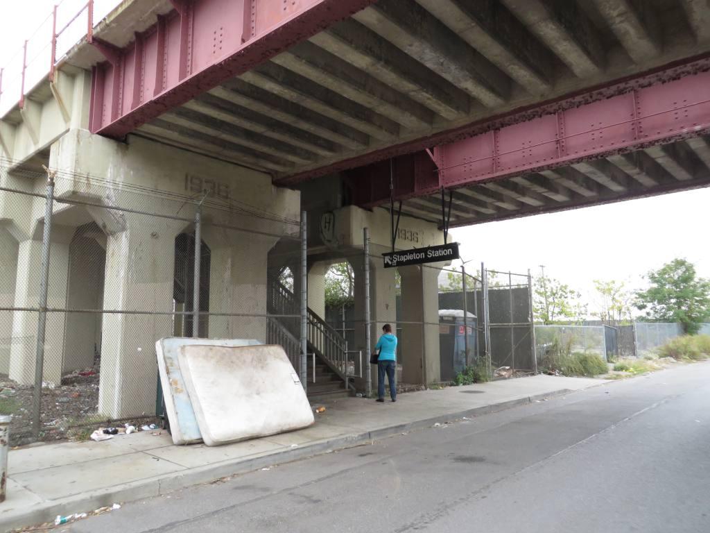 (111k, 1024x768)<br><b>Country:</b> United States<br><b>City:</b> New York<br><b>System:</b> New York City Transit<br><b>Line:</b> SIRT<br><b>Location:</b> Stapleton <br><b>Photo by:</b> Robbie Rosenfeld<br><b>Date:</b> 10/16/2013<br><b>Notes:</b> Station entrance<br><b>Viewed (this week/total):</b> 1 / 769