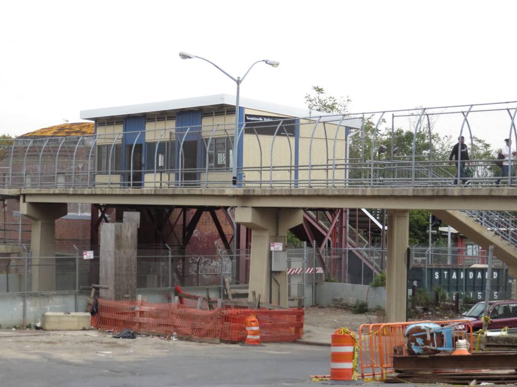 (114k, 1024x768)<br><b>Country:</b> United States<br><b>City:</b> New York<br><b>System:</b> New York City Transit<br><b>Line:</b> SIRT<br><b>Location:</b> Tompkinsville <br><b>Photo by:</b> Robbie Rosenfeld<br><b>Date:</b> 10/16/2013<br><b>Viewed (this week/total):</b> 0 / 1064