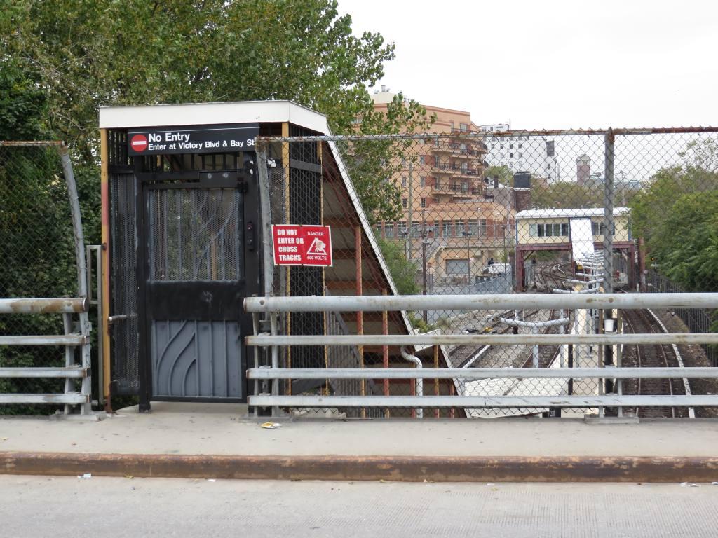 (156k, 1024x768)<br><b>Country:</b> United States<br><b>City:</b> New York<br><b>System:</b> New York City Transit<br><b>Line:</b> SIRT<br><b>Location:</b> Tompkinsville <br><b>Photo by:</b> Robbie Rosenfeld<br><b>Date:</b> 10/16/2013<br><b>Notes:</b> Closed station entrance<br><b>Viewed (this week/total):</b> 0 / 1019