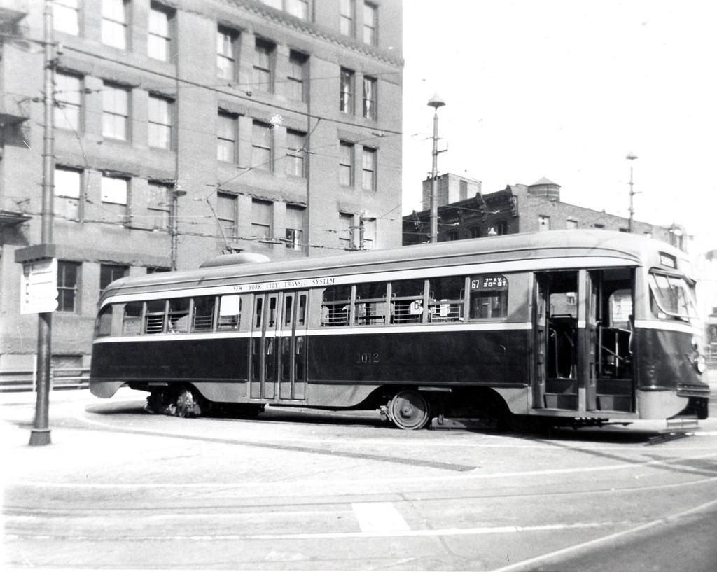 (252k, 1024x817)<br><b>Country:</b> United States<br><b>City:</b> New York<br><b>System:</b> Brooklyn & Queens Transit<br><b>Line:</b> 67/Seventh <br><b>Location:</b> Park Row <br><b>Car:</b> Brooklyn & Queens Transit PCC (St. Louis Car, 1936)  1012 <br><b>Date:</b> 11/1946<br><b>Viewed (this week/total):</b> 1 / 426