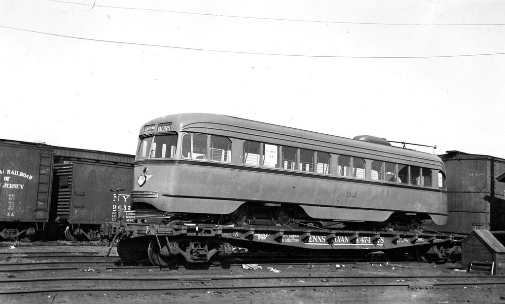 (186k, 1024x616)<br><b>Country:</b> United States<br><b>City:</b> New York<br><b>System:</b> Brooklyn & Queens Transit<br><b>Car:</b> Brooklyn & Queens Transit PCC (St. Louis Car, 1936)  1042 <br><b>Notes:</b> flat car from st louis car<br><b>Viewed (this week/total):</b> 2 / 489
