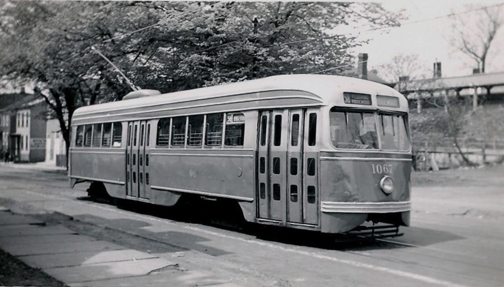 (192k, 1024x584)<br><b>Country:</b> United States<br><b>City:</b> New York<br><b>System:</b> Brooklyn & Queens Transit<br><b>Car:</b> Brooklyn & Queens Transit PCC (St. Louis Car, 1936)  1067 <br><b>Notes:</b> flushing 41 av lirr main st sta<br><b>Viewed (this week/total):</b> 1 / 398