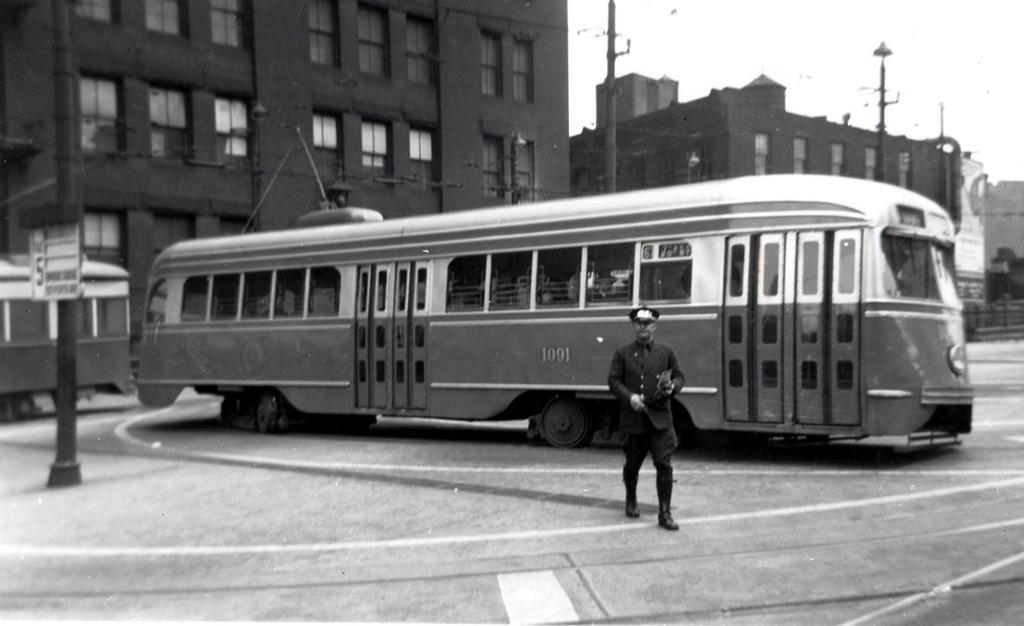 (164k, 1024x626)<br><b>Country:</b> United States<br><b>City:</b> New York<br><b>System:</b> Brooklyn & Queens Transit<br><b>Car:</b> Brooklyn & Queens Transit PCC (St. Louis Car, 1936)  1091 <br><b>Notes:</b> park row term loop<br><b>Viewed (this week/total):</b> 2 / 381