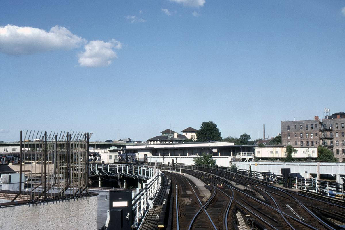 (458k, 1024x683)<br><b>Country:</b> United States<br><b>City:</b> New York<br><b>System:</b> New York City Transit<br><b>Line:</b> IRT White Plains Road Line<br><b>Location:</b> East 180th Street <br><b>Photo by:</b> David Warner<br><b>Collection of:</b> David Pirmann<br><b>Date:</b> 6/13/2006<br><b>Viewed (this week/total):</b> 0 / 737