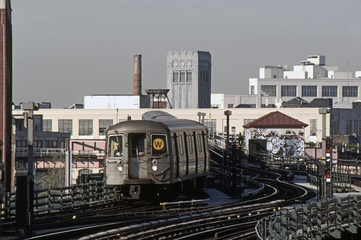 (408k, 1024x683)<br><b>Country:</b> United States<br><b>City:</b> New York<br><b>System:</b> New York City Transit<br><b>Line:</b> BMT Astoria Line<br><b>Location:</b> 39th/Beebe Aves. <br><b>Route:</b> W<br><b>Car:</b> R-68 (Westinghouse-Amrail, 1986-1988)  2792-2795/2800-2803 <br><b>Photo by:</b> David Warner<br><b>Collection of:</b> David Pirmann<br><b>Date:</b> 4/18/2008<br><b>Viewed (this week/total):</b> 0 / 1111