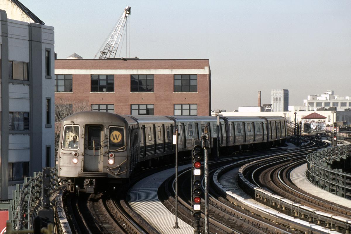 (371k, 1044x722)<br><b>Country:</b> United States<br><b>City:</b> New York<br><b>System:</b> New York City Transit<br><b>Line:</b> BMT Astoria Line<br><b>Location:</b> 39th/Beebe Aves. <br><b>Route:</b> W<br><b>Car:</b> R-68 (Westinghouse-Amrail, 1986-1988)  2792-2795/2800-2803 <br><b>Photo by:</b> David Warner<br><b>Collection of:</b> David Pirmann<br><b>Date:</b> 4/18/2008<br><b>Viewed (this week/total):</b> 1 / 935