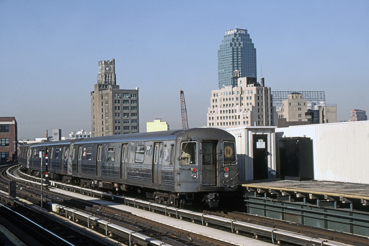(345k, 1044x690)<br><b>Country:</b> United States<br><b>City:</b> New York<br><b>System:</b> New York City Transit<br><b>Line:</b> BMT Astoria Line<br><b>Location:</b> 39th/Beebe Aves. <br><b>Route:</b> N<br><b>Car:</b> R-68 (Westinghouse-Amrail, 1986-1988)  2938-2935/etc <br><b>Photo by:</b> David Warner<br><b>Collection of:</b> David Pirmann<br><b>Date:</b> 4/18/2008<br><b>Viewed (this week/total):</b> 0 / 836