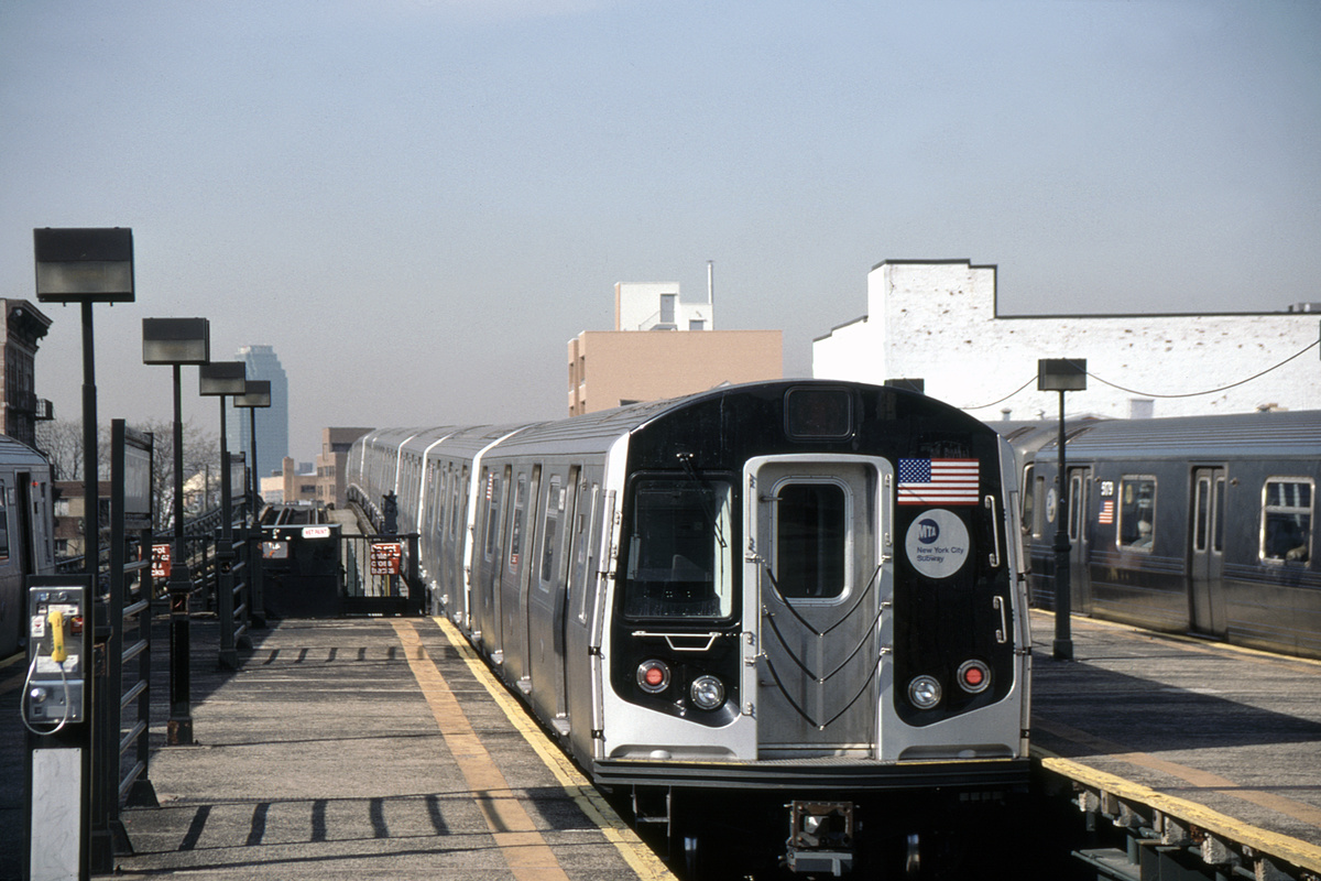 (312k, 1044x697)<br><b>Country:</b> United States<br><b>City:</b> New York<br><b>System:</b> New York City Transit<br><b>Line:</b> BMT Astoria Line<br><b>Location:</b> Astoria Boulevard/Hoyt Avenue <br><b>Route:</b> N<br><b>Car:</b> R-160B (Kawasaki, 2005-2008)  8903-8907/8908-8912 <br><b>Photo by:</b> David Warner<br><b>Collection of:</b> David Pirmann<br><b>Date:</b> 4/18/2008<br><b>Viewed (this week/total):</b> 0 / 818