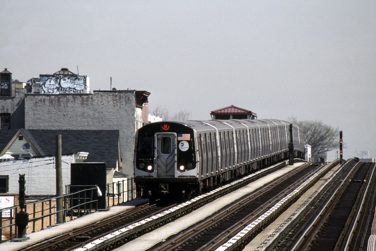 (482k, 1024x682)<br><b>Country:</b> United States<br><b>City:</b> New York<br><b>System:</b> New York City Transit<br><b>Line:</b> BMT Astoria Line<br><b>Location:</b> 39th/Beebe Aves. <br><b>Route:</b> N<br><b>Car:</b> R-160B (Kawasaki, 2005-2008)  8718-8722/8818-8822 <br><b>Photo by:</b> David Warner<br><b>Collection of:</b> David Pirmann<br><b>Date:</b> 4/18/2008<br><b>Viewed (this week/total):</b> 0 / 825