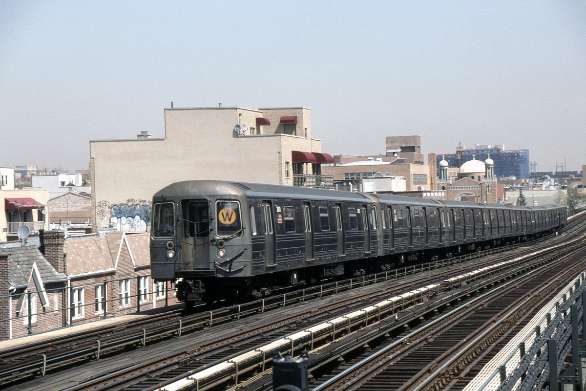 (390k, 1044x695)<br><b>Country:</b> United States<br><b>City:</b> New York<br><b>System:</b> New York City Transit<br><b>Line:</b> BMT Astoria Line<br><b>Location:</b> Broadway <br><b>Route:</b> W<br><b>Car:</b> R-68 (Westinghouse-Amrail, 1986-1988)  2800-2803/2792-2795 <br><b>Photo by:</b> David Warner<br><b>Collection of:</b> David Pirmann<br><b>Date:</b> 4/18/2008<br><b>Viewed (this week/total):</b> 1 / 1078