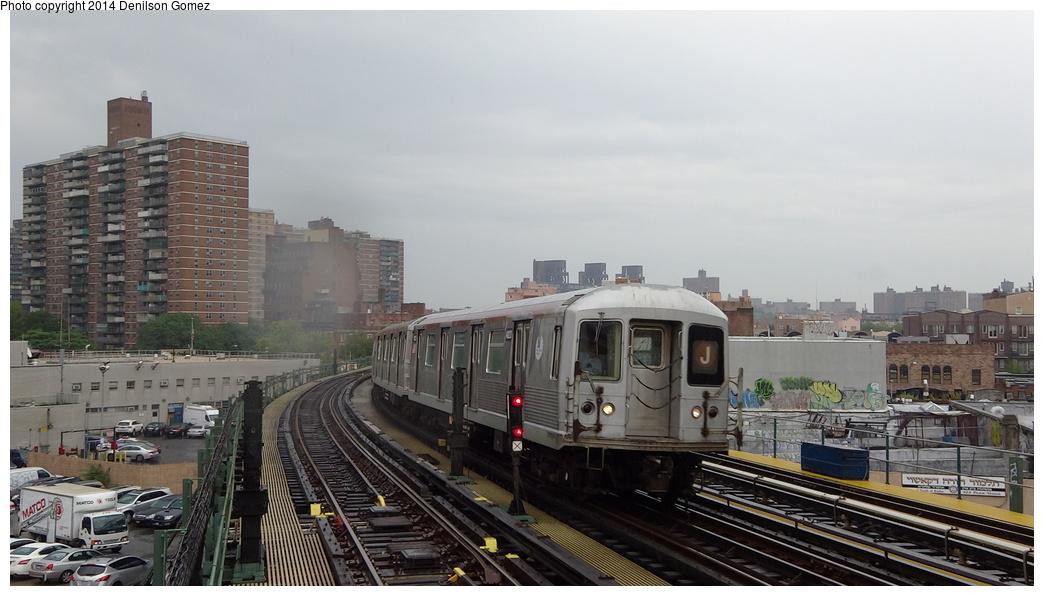 (273k, 1044x596)<br><b>Country:</b> United States<br><b>City:</b> New York<br><b>System:</b> New York City Transit<br><b>Line:</b> BMT Nassau Street/Jamaica Line<br><b>Location:</b> Hewes Street <br><b>Route:</b> J<br><b>Car:</b> R-42 (St. Louis, 1969-1970)  4832 <br><b>Photo by:</b> Denilson Gomez<br><b>Date:</b> 8/14/2013<br><b>Viewed (this week/total):</b> 2 / 1060