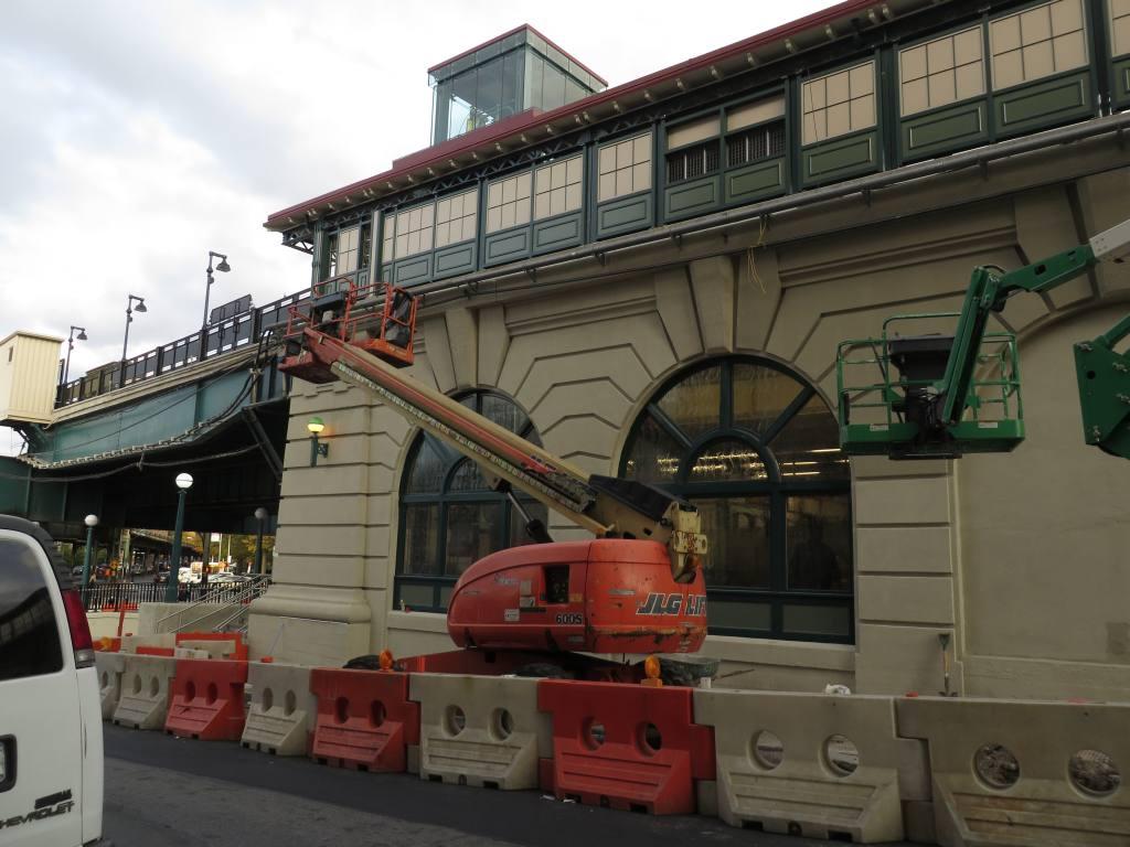 (113k, 1024x768)<br><b>Country:</b> United States<br><b>City:</b> New York<br><b>System:</b> New York City Transit<br><b>Line:</b> IRT West Side Line<br><b>Location:</b> Dyckman Street <br><b>Photo by:</b> Robbie Rosenfeld<br><b>Date:</b> 10/23/2013<br><b>Viewed (this week/total):</b> 0 / 1080