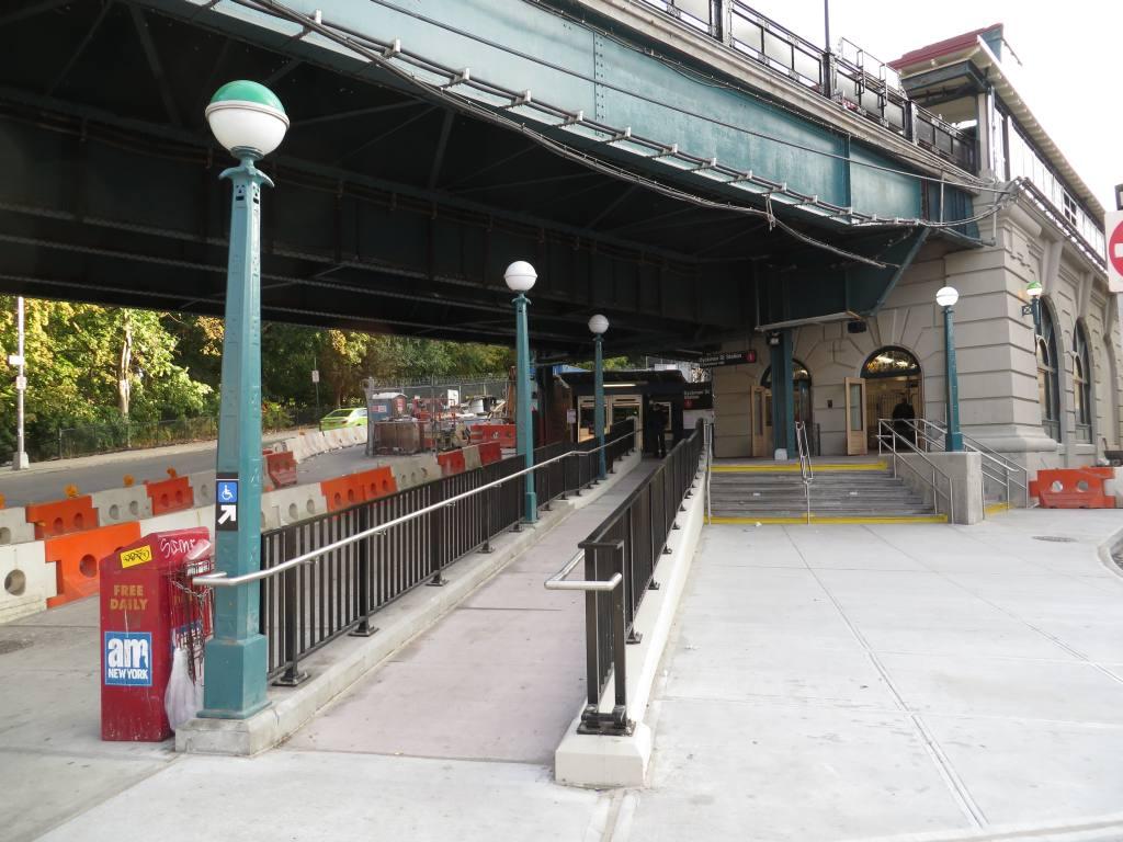 (125k, 1024x768)<br><b>Country:</b> United States<br><b>City:</b> New York<br><b>System:</b> New York City Transit<br><b>Line:</b> IRT West Side Line<br><b>Location:</b> Dyckman Street <br><b>Photo by:</b> Robbie Rosenfeld<br><b>Date:</b> 10/23/2013<br><b>Viewed (this week/total):</b> 0 / 1530