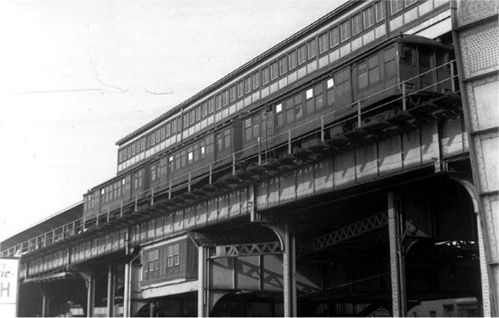 (172k, 1024x653)<br><b>Country:</b> United States<br><b>City:</b> New York<br><b>System:</b> New York City Transit<br><b>Line:</b> BMT Fulton<br><b>Location:</b> Broadway Junction <br><b>Car:</b> BMT C  <br><b>Collection of:</b> Frank Pfuhler<br><b>Viewed (this week/total):</b> 0 / 1089