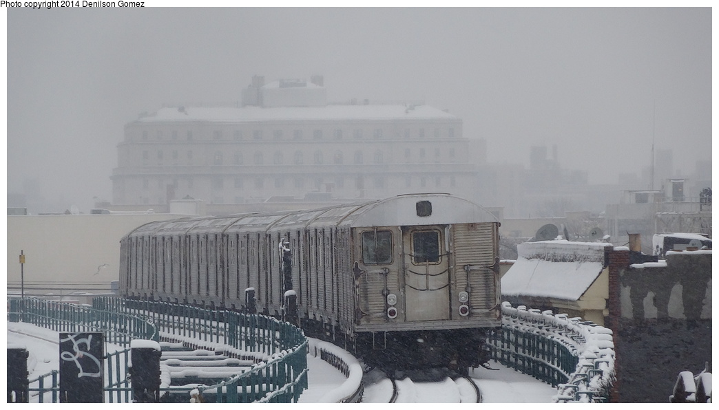 (232k, 1044x596)<br><b>Country:</b> United States<br><b>City:</b> New York<br><b>System:</b> New York City Transit<br><b>Line:</b> BMT Nassau Street/Jamaica Line<br><b>Location:</b> 121st Street <br><b>Route:</b> J<br><b>Car:</b> R-32 (Budd, 1964)   <br><b>Photo by:</b> Denilson Gomez<br><b>Date:</b> 2/3/2014<br><b>Viewed (this week/total):</b> 0 / 1491