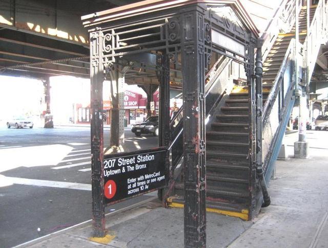(74k, 640x485)<br><b>Country:</b> United States<br><b>City:</b> New York<br><b>System:</b> New York City Transit<br><b>Line:</b> IRT West Side Line<br><b>Location:</b> 207th Street <br><b>Photo by:</b> Jay Kindell<br><b>Date:</b> 11/2/2008<br><b>Notes:</b> Station entrance.<br><b>Viewed (this week/total):</b> 0 / 1393