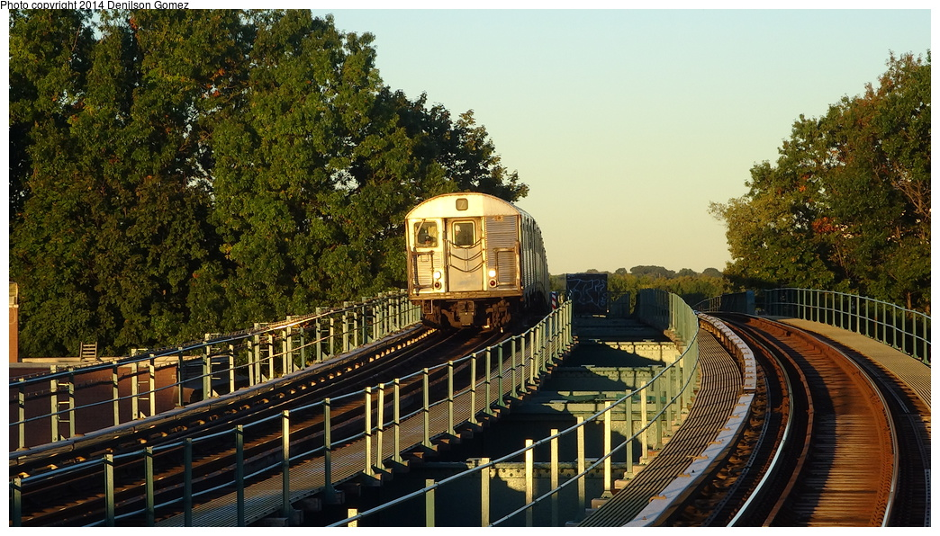 (403k, 1044x596)<br><b>Country:</b> United States<br><b>City:</b> New York<br><b>System:</b> New York City Transit<br><b>Line:</b> BMT Nassau Street/Jamaica Line<br><b>Location:</b> 102nd-104th Streets <br><b>Route:</b> Z<br><b>Car:</b> R-32 (Budd, 1964)   <br><b>Photo by:</b> Denilson Gomez<br><b>Date:</b> 9/24/2013<br><b>Viewed (this week/total):</b> 0 / 1203