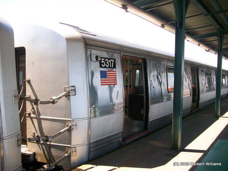 (108k, 800x600)<br><b>Country:</b> United States<br><b>City:</b> New York<br><b>System:</b> New York City Transit<br><b>Line:</b> IND Fulton Street Line<br><b>Location:</b> Lefferts Boulevard <br><b>Route:</b> A<br><b>Car:</b> R-44 (St. Louis, 1971-73) 5317 <br><b>Photo by:</b> Kareem Williams<br><b>Date:</b> 4/12/2009<br><b>Viewed (this week/total):</b> 0 / 703
