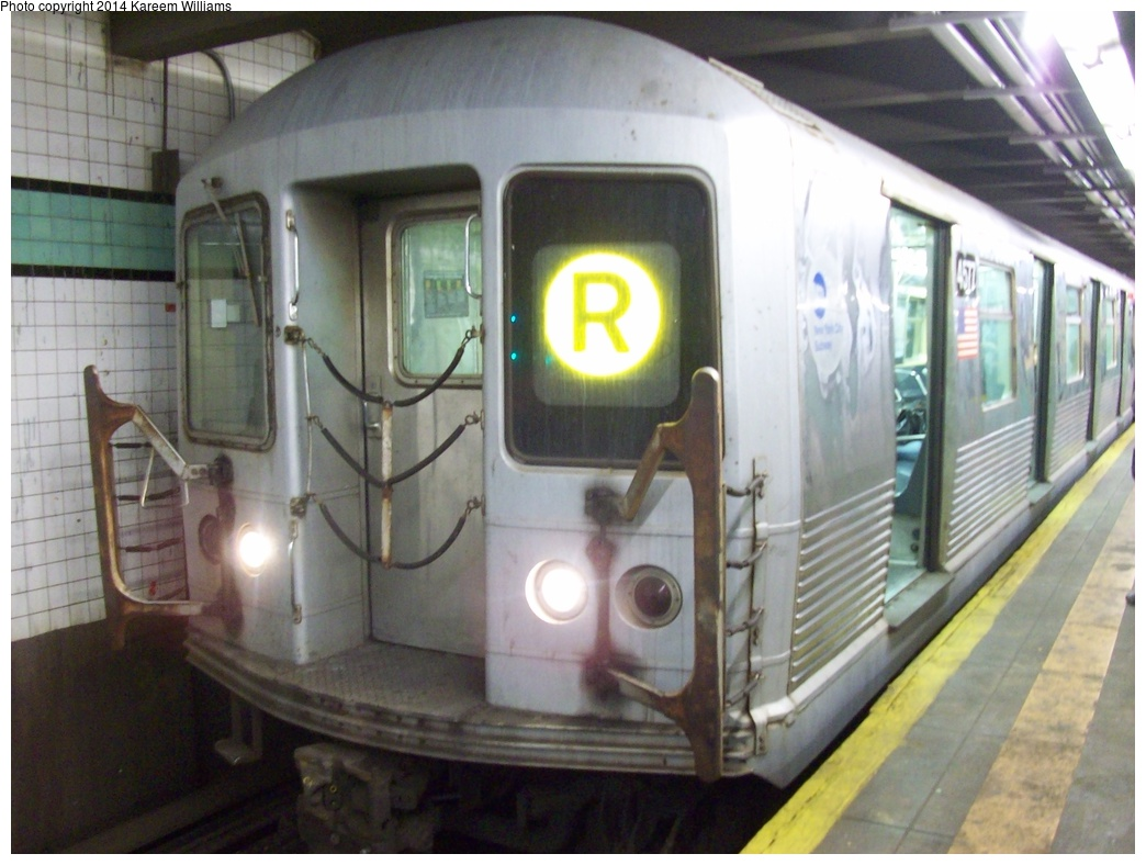 (277k, 1044x788)<br><b>Country:</b> United States<br><b>City:</b> New York<br><b>System:</b> New York City Transit<br><b>Line:</b> IND Queens Boulevard Line<br><b>Location:</b> 71st/Continental Aves./Forest Hills <br><b>Route:</b> R<br><b>Car:</b> R-42 (St. Louis, 1969-1970)  4577 <br><b>Photo by:</b> Kareem Williams<br><b>Date:</b> 3/24/2009<br><b>Viewed (this week/total):</b> 0 / 1172
