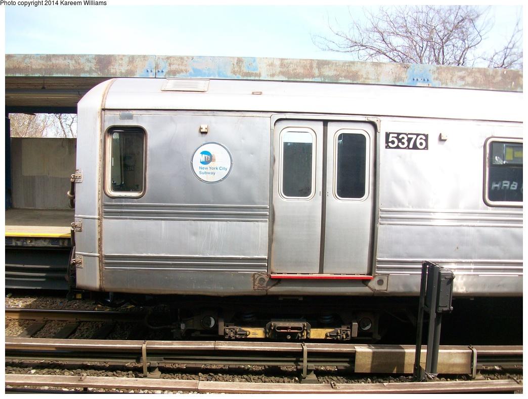 (308k, 1044x788)<br><b>Country:</b> United States<br><b>City:</b> New York<br><b>System:</b> New York City Transit<br><b>Line:</b> IND Rockaway<br><b>Location:</b> Broad Channel <br><b>Route:</b> S<br><b>Car:</b> R-44 (St. Louis, 1971-73) 5376 <br><b>Photo by:</b> Kareem Williams<br><b>Date:</b> 4/13/2009<br><b>Viewed (this week/total):</b> 0 / 1233