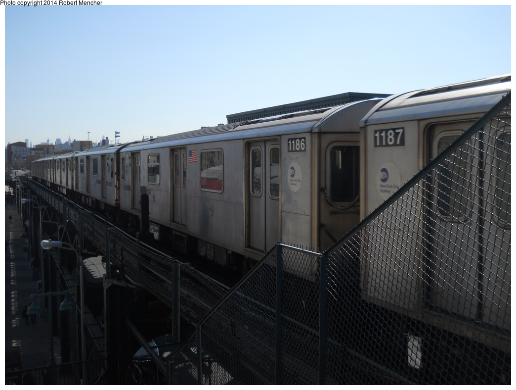 (308k, 1044x788)<br><b>Country:</b> United States<br><b>City:</b> New York<br><b>System:</b> New York City Transit<br><b>Line:</b> IRT Woodlawn Line<br><b>Location:</b> 161st Street/River Avenue (Yankee Stadium) <br><b>Route:</b> 4<br><b>Car:</b> R-142 (Option Order, Bombardier, 2002-2003)  1186 <br><b>Photo by:</b> Robert Mencher<br><b>Date:</b> 4/10/2014<br><b>Viewed (this week/total):</b> 0 / 667