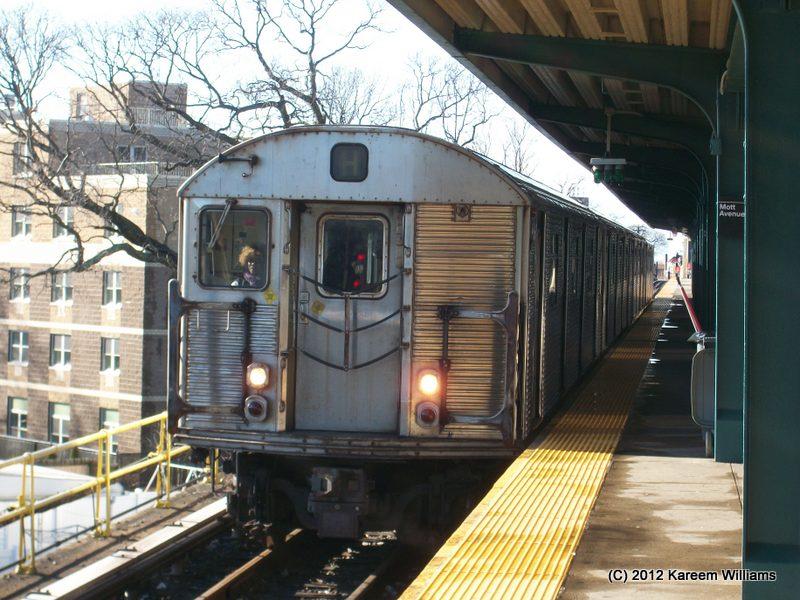 (119k, 800x600)<br><b>Country:</b> United States<br><b>City:</b> New York<br><b>System:</b> New York City Transit<br><b>Line:</b> IND Rockaway<br><b>Location:</b> Mott Avenue/Far Rockaway <br><b>Route:</b> S<br><b>Car:</b> R-32 (Budd, 1964)  3395 <br><b>Photo by:</b> Kareem Williams<br><b>Date:</b> 12/20/2012<br><b>Viewed (this week/total):</b> 6 / 775